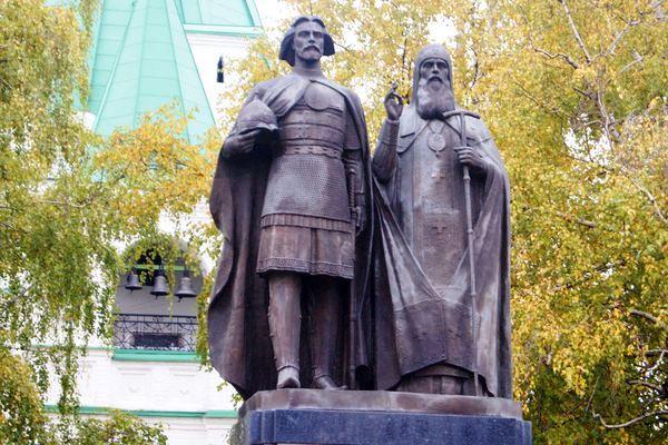 памятник Юрию Всеволодовичу в нижнем